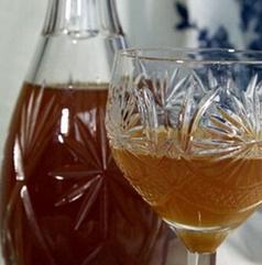 Бутылка и рюмка с крамбамбулей