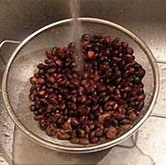 Промываем кедровые орехи