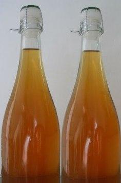 Грушевый сидр в бутылках