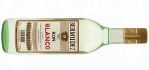 Бутылка белого рома
