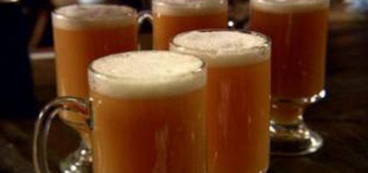 Кружки со сливочным пивом