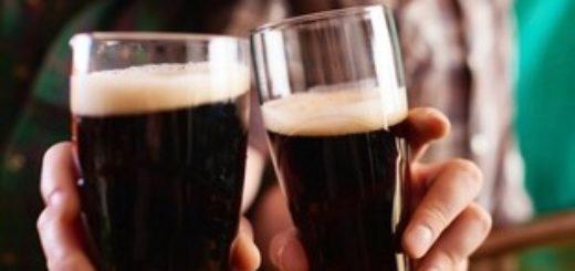 Бокалы с темным пивом