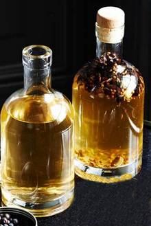 Две бутылки настойки из можжевельника