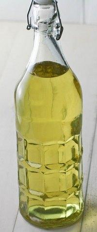 Бутылка настойки на грушах