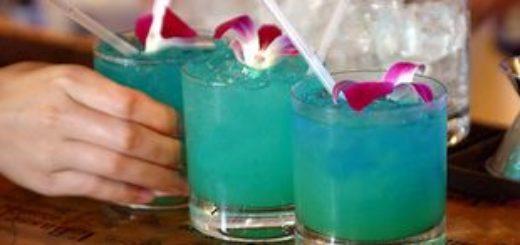 Коктейль Голубые Гавайи в домашних условиях