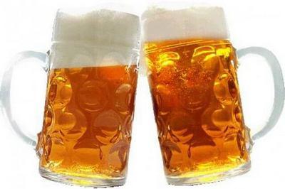 2 бокала пива