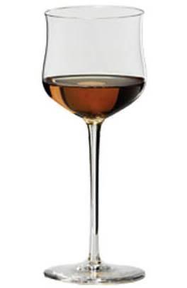 Бокал вина из изюма