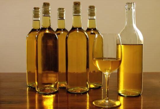 Бутылки с вином из варенья