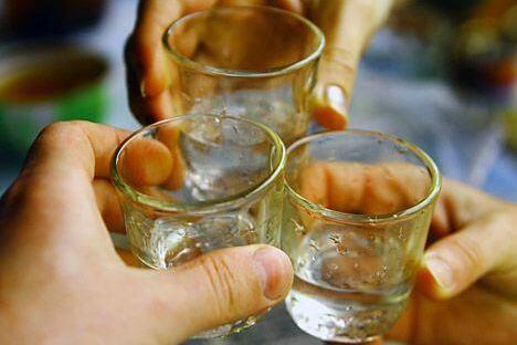 Как употреблять водку